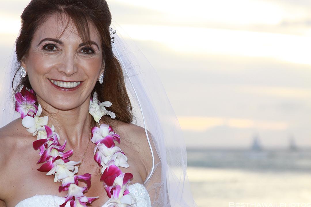 Sunset Wedding Photos in Waikiki by Pasha www.BestHawaii.photos 121820158675