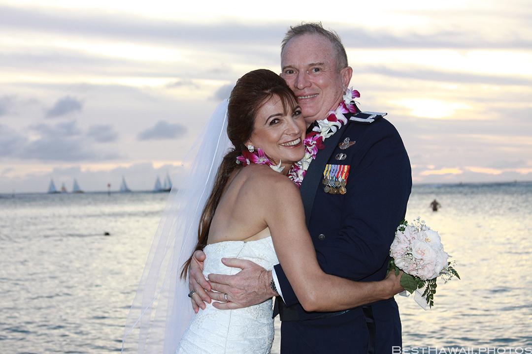 Sunset Wedding Photos in Waikiki by Pasha www.BestHawaii.photos 121820158680