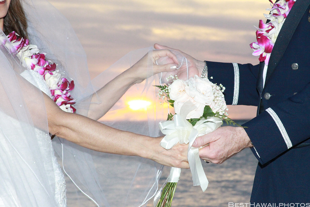 Sunset Wedding Photos in Waikiki by Pasha www.BestHawaii.photos 121820158684