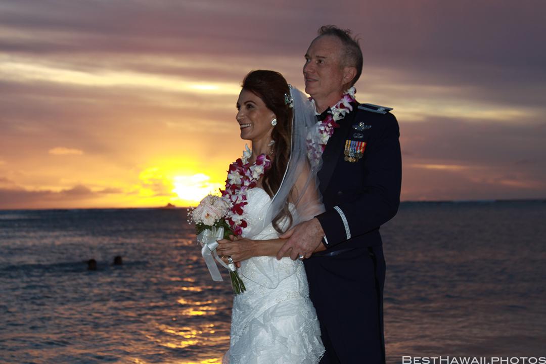 Sunset Wedding Photos in Waikiki by Pasha www.BestHawaii.photos 121820158689
