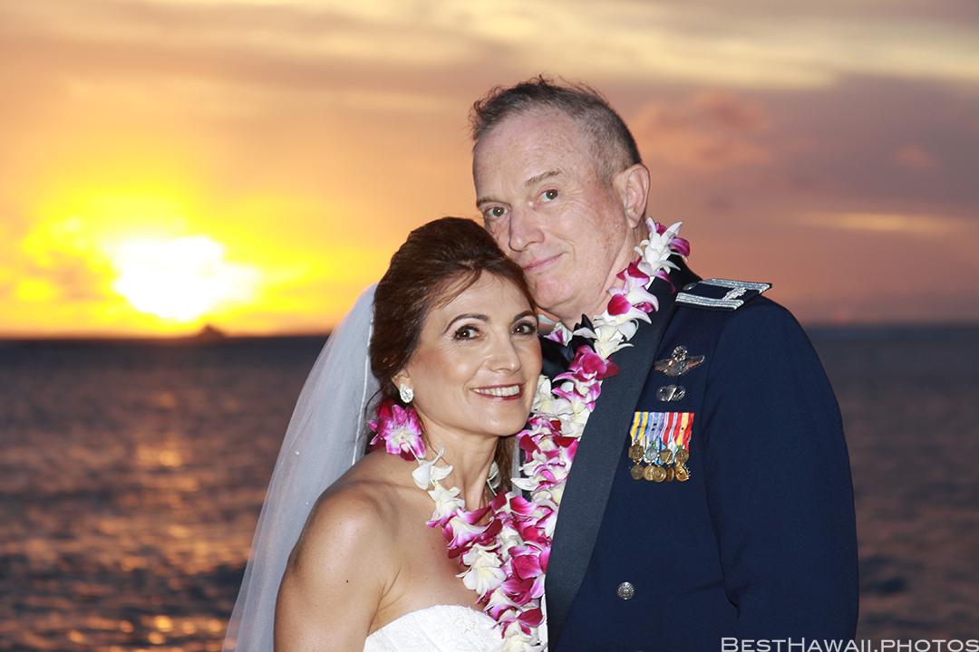 Sunset Wedding Photos in Waikiki by Pasha www.BestHawaii.photos 121820158692