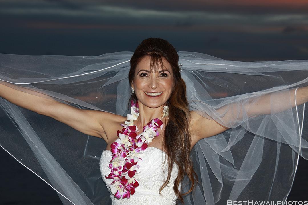 Sunset Wedding Photos in Waikiki by Pasha www.BestHawaii.photos 121820158700