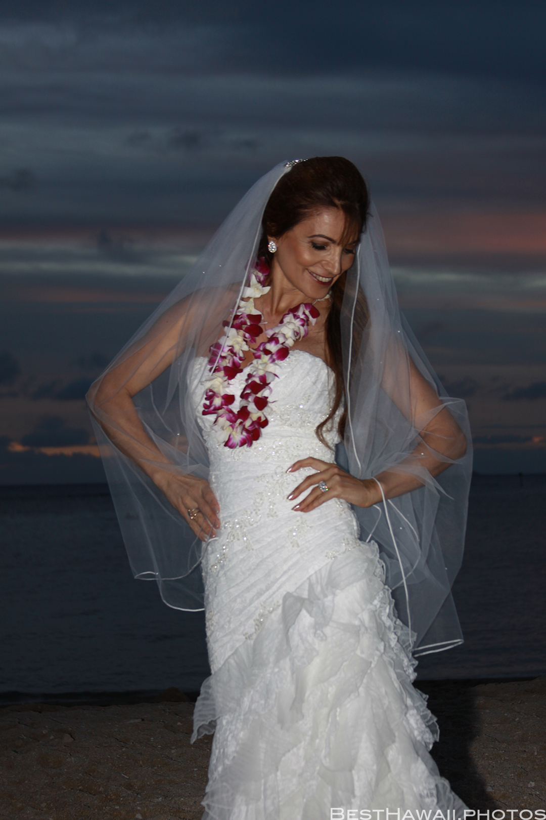 Sunset Wedding Photos in Waikiki by Pasha www.BestHawaii.photos 121820158701