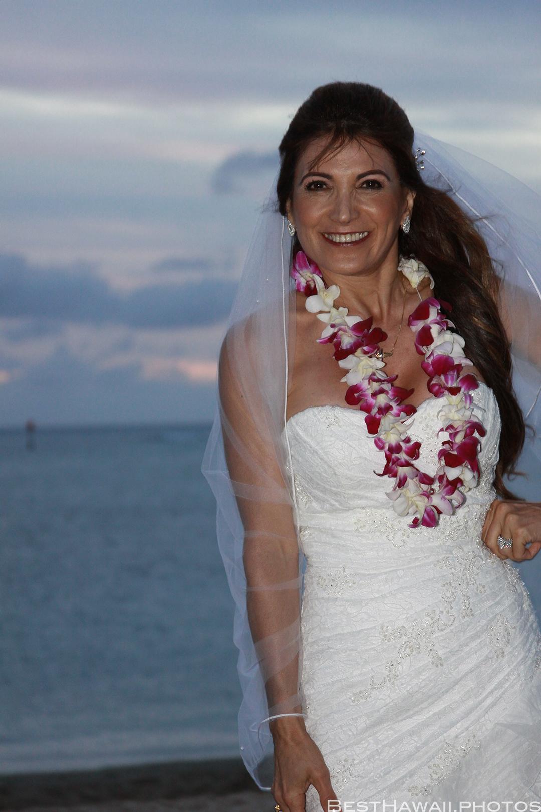 Sunset Wedding Photos in Waikiki by Pasha www.BestHawaii.photos 121820158708