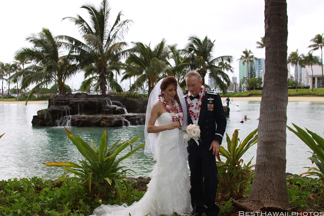 Wedding Photos at Hilton Hawaiian Village by Pasha www.BestHawaii.photos 121820158633