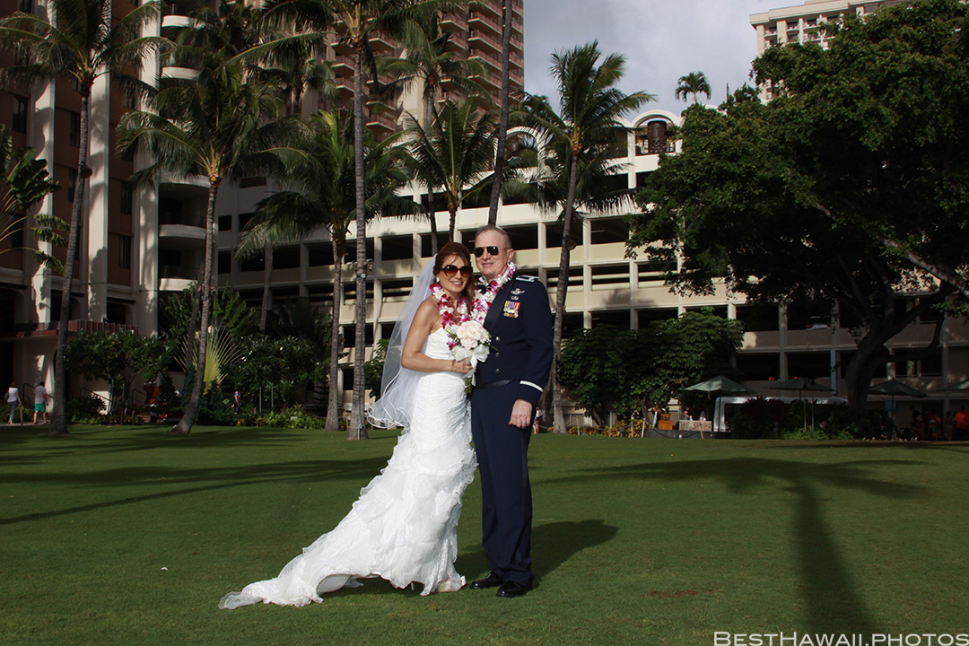 Wedding Photos at Hilton Hawaiian Village by Pasha www.BestHawaii.photos 121820158636