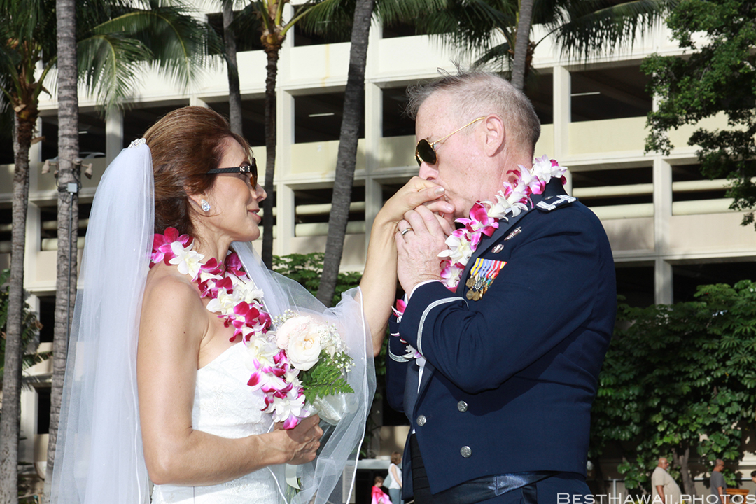 Wedding Photos at Hilton Hawaiian Village by Pasha www.BestHawaii.photos 121820158639