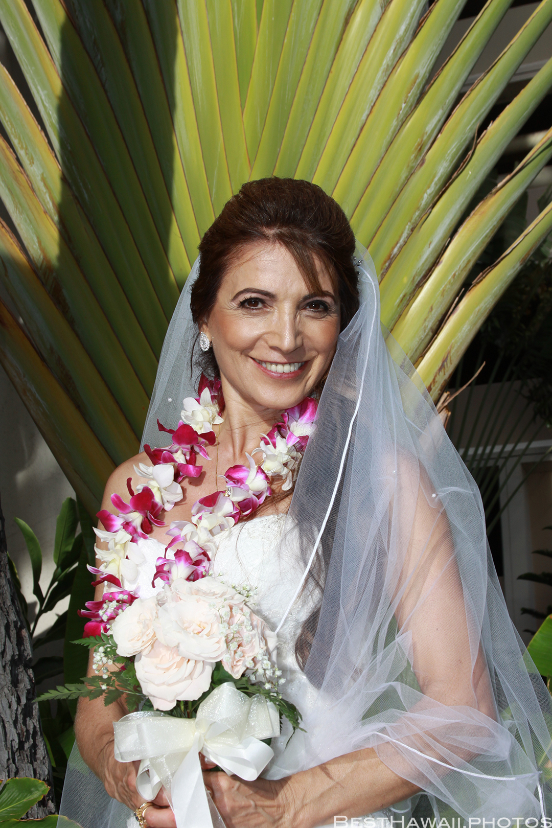 Wedding Photos at Hilton Hawaiian Village by Pasha www.BestHawaii.photos 121820158641