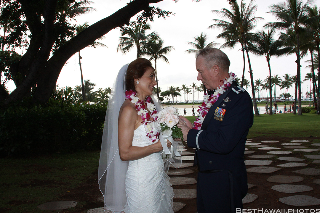 Wedding Photos at Hilton Hawaiian Village by Pasha www.BestHawaii.photos 121820158646