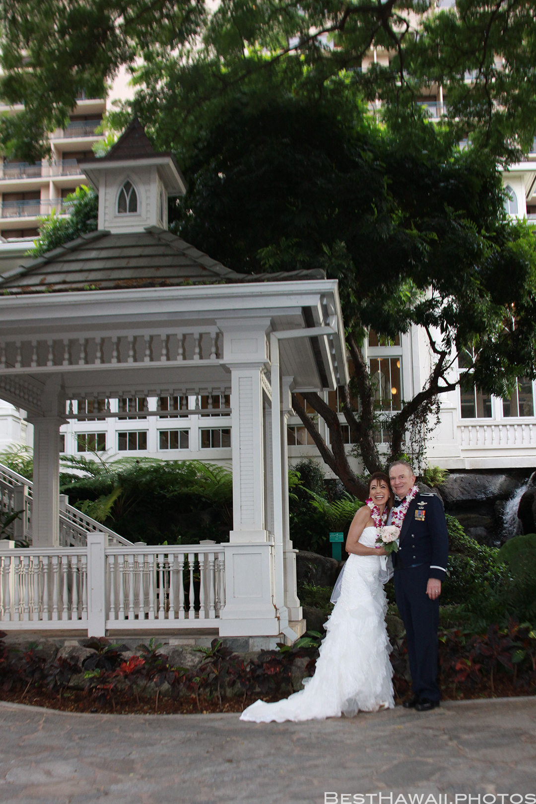 Wedding Photos at Hilton Hawaiian Village by Pasha www.BestHawaii.photos 121820158664