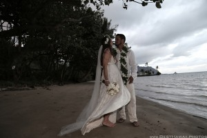 Kaneohe Beach Wedding Oahu Hawaii photos by Pasha www.BestHawaii.photos 123120160018