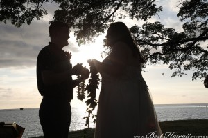 Sunset Wedding Foster's Point Hickam photos by Pasha www.BestHawaii.photos 20181229026